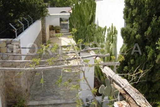 entrance-cala moli-spacious villa-sea views