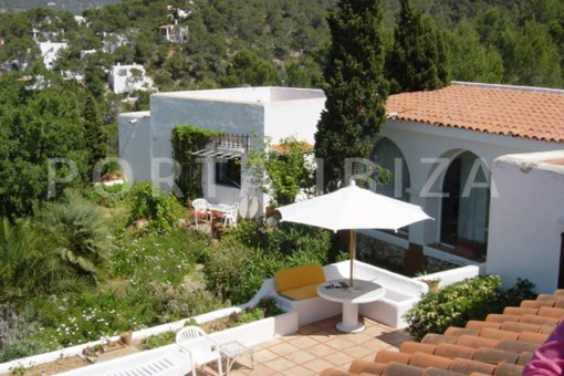 guesthouse-cala moli-spacious villa-sea views