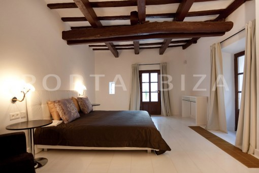 Ibiza-spacious-bedroom-villa