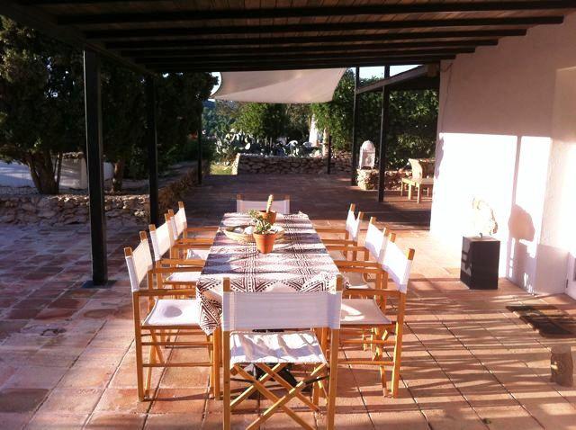 covered-terrace-Roca-Llisa-finca