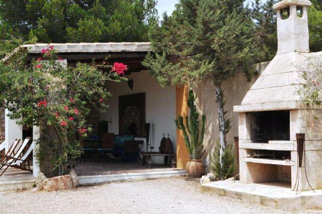 covered-terrace-with-fireplace-villa-Cala-Vadella
