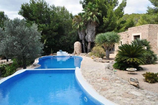 villa-swimming-pool-Cala-Vadella