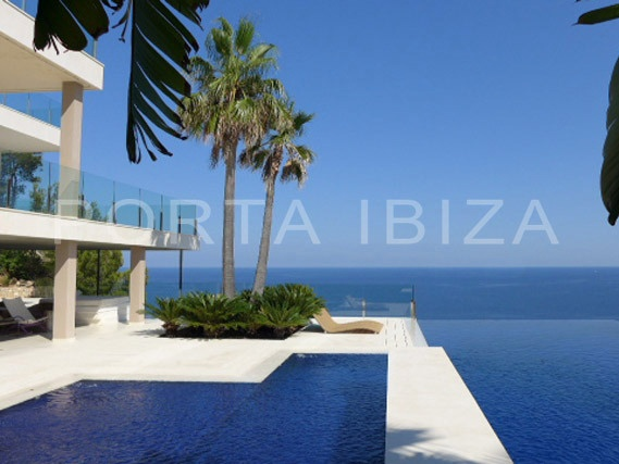 villa in Cala Vincente for sale