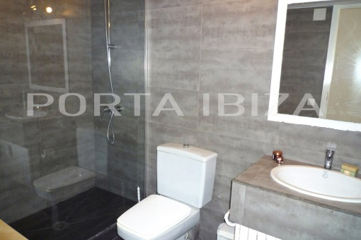 roca llisa apartmentment bathroom