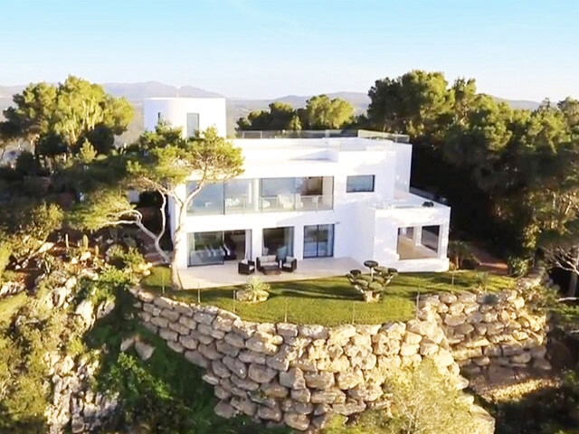 Exceptional villa with stunning panoramic sea...