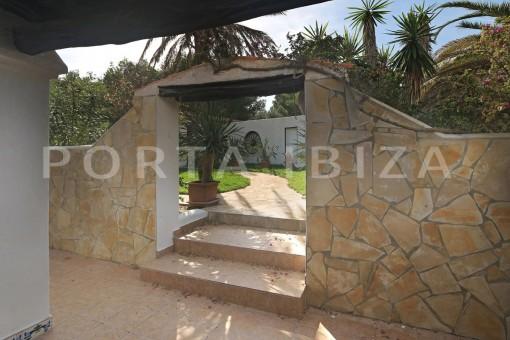 garden & living-villa-san carlos-ibiza