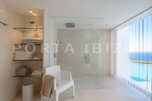 bathroom-unique property-private sea access-fabulous views