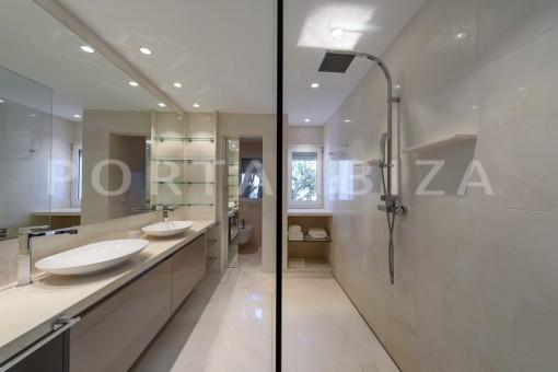 bathroom1-unique property-private sea access-fabulous views