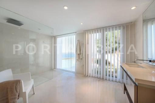 bathroom2-unique property-private sea access-fabulous views