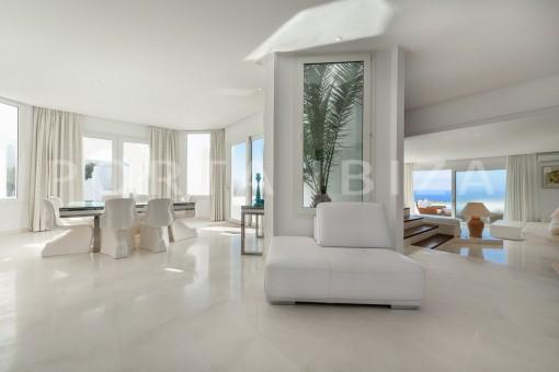 living-unique property-private sea access-fabulous views