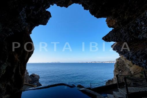 nature jacuzzi-unique property-private sea access-fabulous views