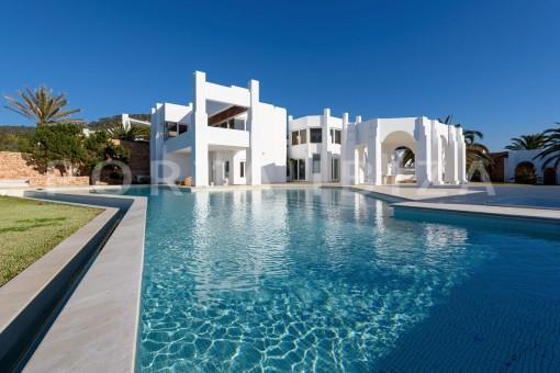 pool area-unique property-private sea access-fabulous views