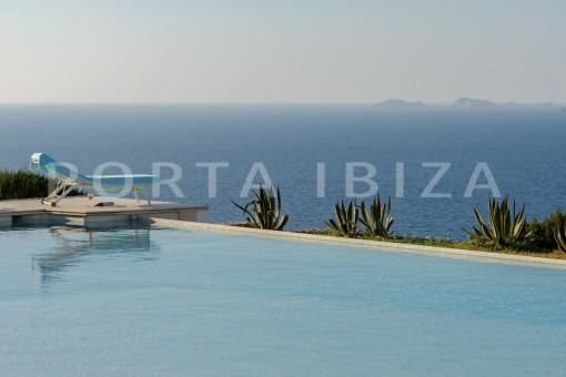 pool-unique property-private sea access-fabulous views