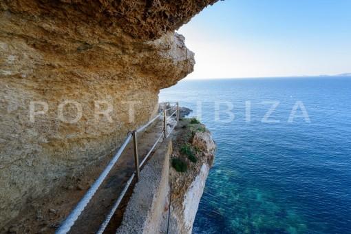 private sea access-fabulous views-unique property
