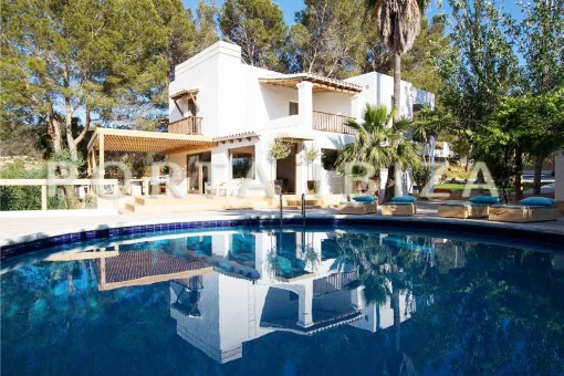 villa in Cala Tarida for sale