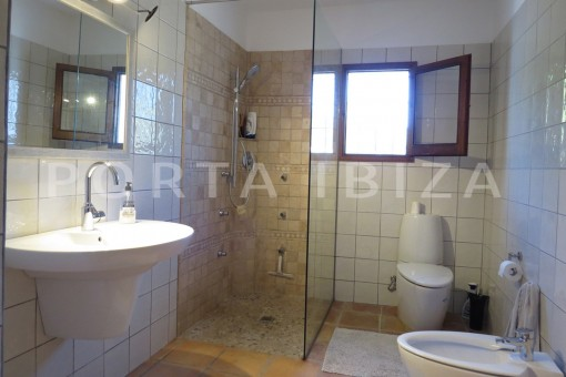 bathroom-high quality country house-Es Cubells-fabulous landscape views