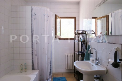 bathroom2-high quality country house-Es Cubells-fabulous landscape views