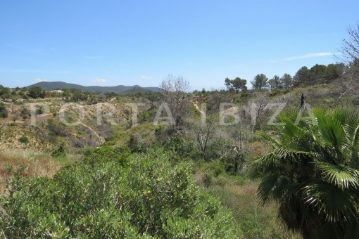 fabulous landscape views-high quality country house-Es Cubells