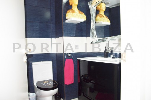 bathroom-super well maintained apartment-fantastic sea and sunset view