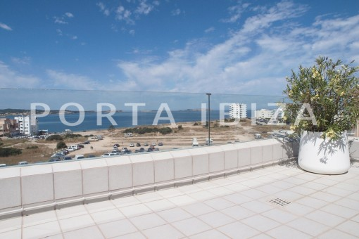 Modern, super well maintained apartment with fantastic sea and sunset view