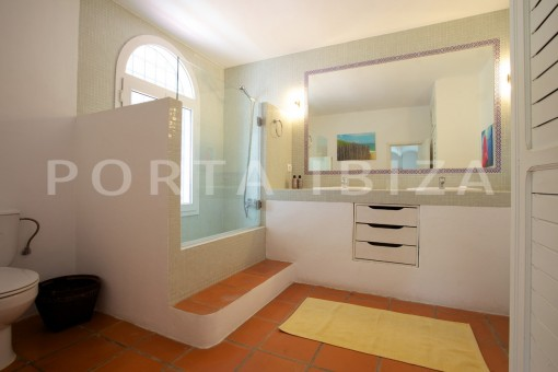 bathroom2-party and retreat house-close to ibiza