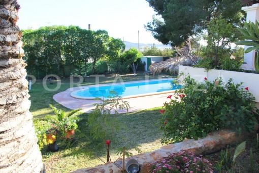 beautiful garden & pool area-house at Sa Carroca