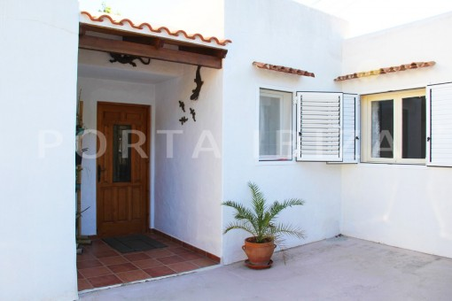 entrance-beautiful house at Sa Carroca