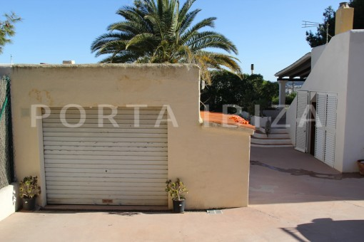 garage entrance-beautiful house at Sa Carroca