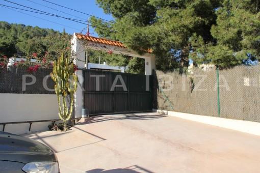 parking place-beautiful house at Sa Carroca