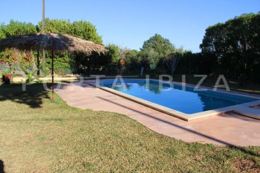pool & garden-beautiful house at Sa Carroca