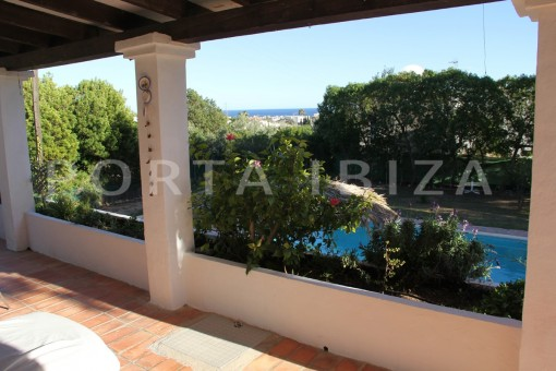 terrace & garden-beautiful house at Sa Carroca