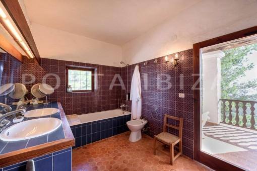 bathroom-incredible property-fabulous panoramic views-Es Vedra