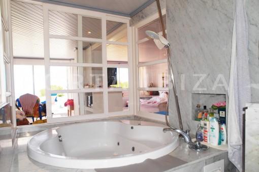 bathroom-charming house-Cala Codolar-views to Es Vedra