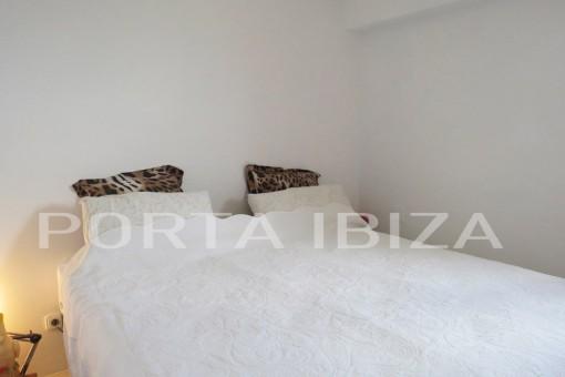 apartment bedroom figueretas