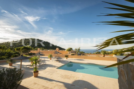 Fabulous duplex apartment in Cala Carbó with sunset view