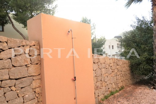 outdoor shower cala carbo apartment  Kopie