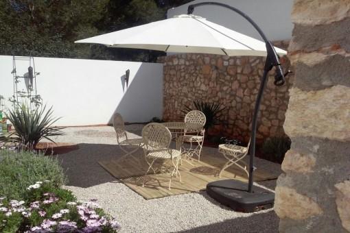 Inviting garden area