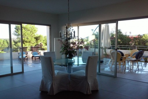 Dining area with terrace access