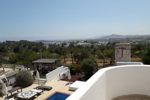 Magnificent chalet in Can Rimbau with a view of Dalt Vila Castle