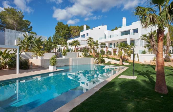 Beautiful villa a few meters from the beach of Cala Llenya