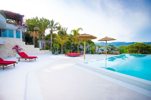 Spacious pool terrace